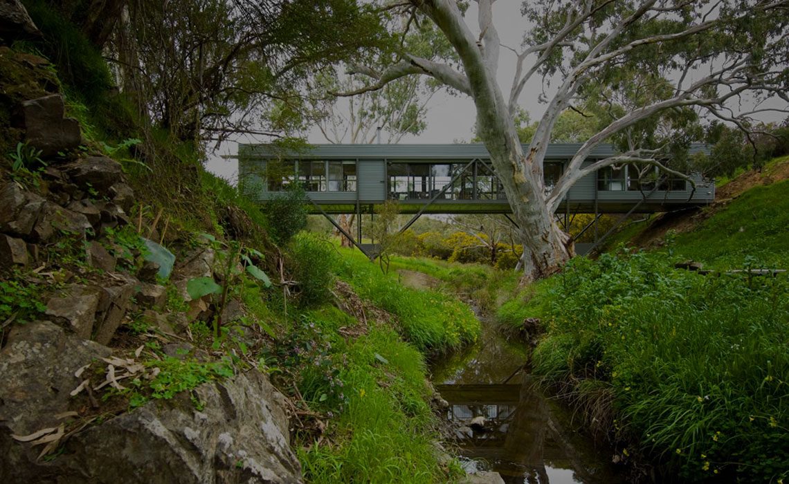 Casas puente para vivir sobre el río (por pisos.com)
