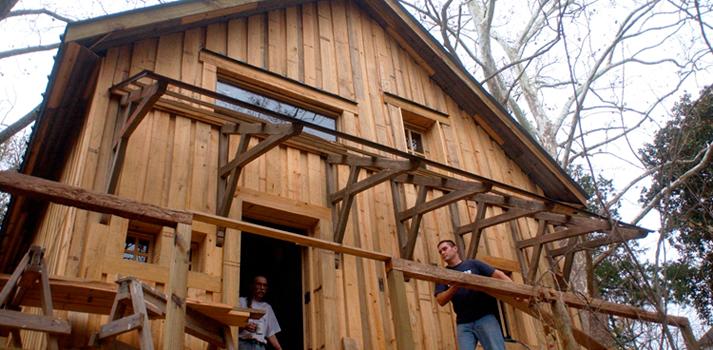 Dan Philips, construyendo casas con materiales reciclados