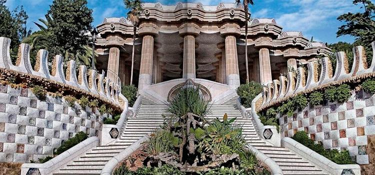 Nova secció: Arquitectes de Barcelona. Antoni Gaudí.